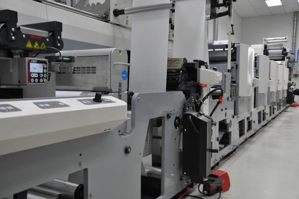 Maquinaria para fabricación de etiquetas adhesivas