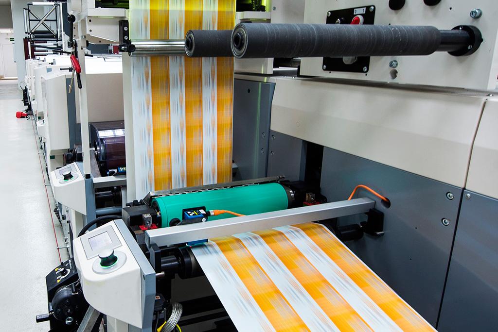 Fabricación de etiquetas adhesivas